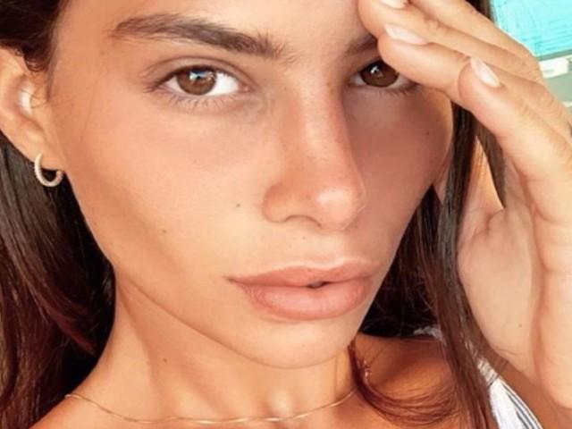 Ludovica Valli sommersa dalla critiche: quella 'particolare' posa non è affatto andata giù