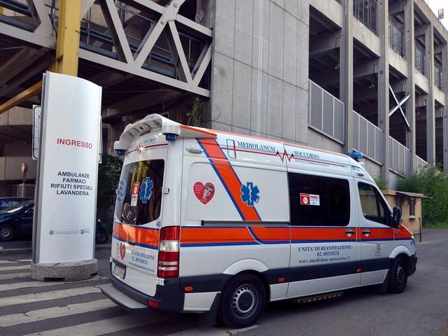 La corsa dell'ambulanza oltre il cancello 9. Così parte la nuova fase dell'emergenza
