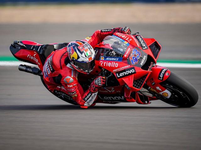 Ducati e Aprilia godono in FP2 ad Aragon: Miller 1°, Espargarò 2°. Marquez cade
