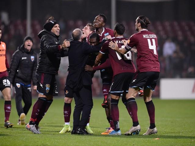 Serie B, Salernitana batte Crotone all'ultimo respiro. Pordenone secondo