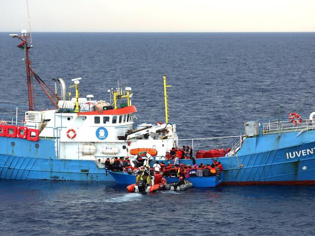 """La fuga dal Mediterraneo dell Ong: """"Non ci vogliono lì perché siamo testimoni scomodi"""""""