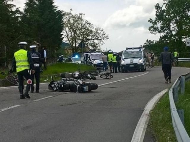 Terribile incidente in curva: motociclista muore sul colpo