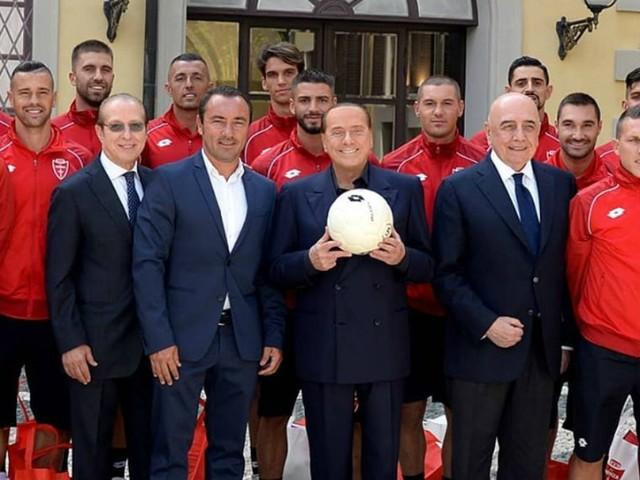 """Silvio Berlusconi lancia la sfida al Milan: """"Organizzate un'amichevole con il mio Monza. Finirebbe 3 a 0 per noi"""""""