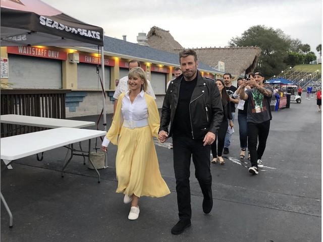 John Travolta e Olivia Newton John rimettono i vestiti di Sandy e Danny