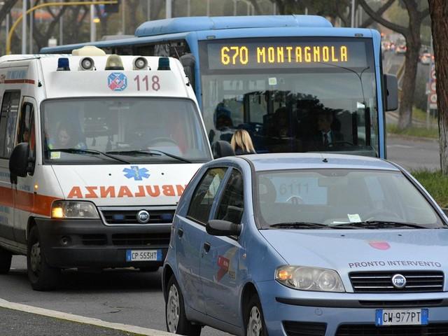 Roma, tragedia nel traffico: bimbo di 10 anni stroncato in auto da un malore