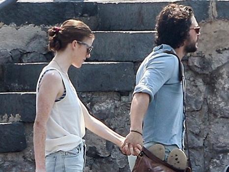 Kit Harington e Rose Leslie in vacanza a Capri (foto): fuga romantica dopo il Giffoni Film Festival