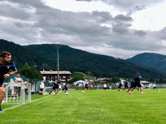 AURONZO, giorno 2. L'allenamento pomeridiano: assente Luis Alberto. In gol Lulic e Caicedo