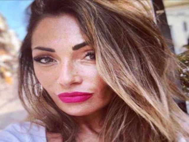 Ida Platano: uno spasimante misterioso le ha mandato un mazzo di rose rosse