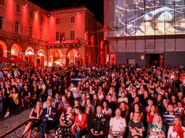 Civitanova, un successo la prima settimana di Popsophia: si riparte giovedì con Marcello Veneziani (FOTO)