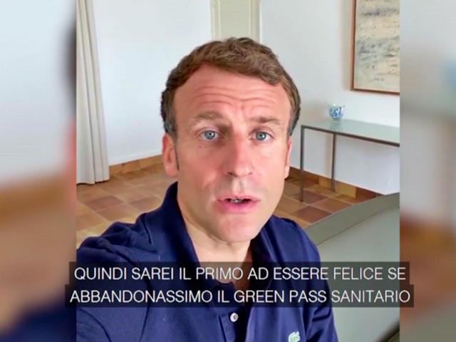 """Macron si difende in un videomessaggio: """"Green pass? Non è vero che lo usa solo la Francia. Questa è la quarta ondata, bisogna vaccinarsi"""""""