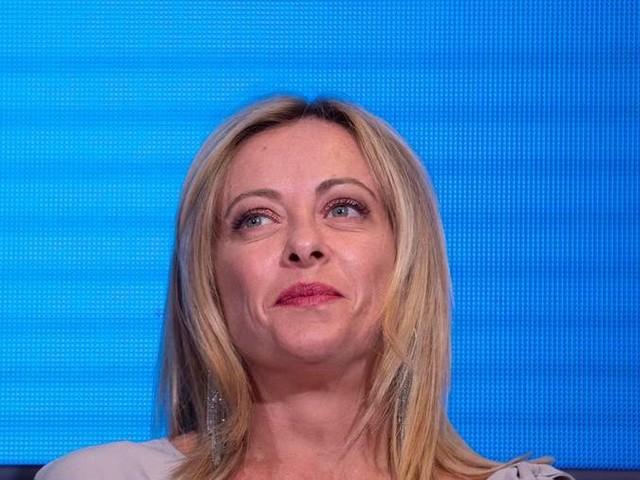 """Meloni attacca Grillo in conferenza stampa: """"Una vergogna difendere il regime comunista a Cuba"""""""
