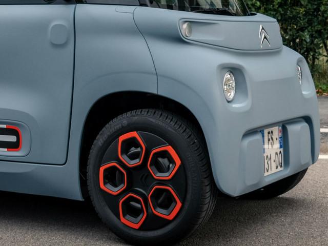 Citroen Ami, l'elettrica low-cost che si guida senza patente. Il test-drive