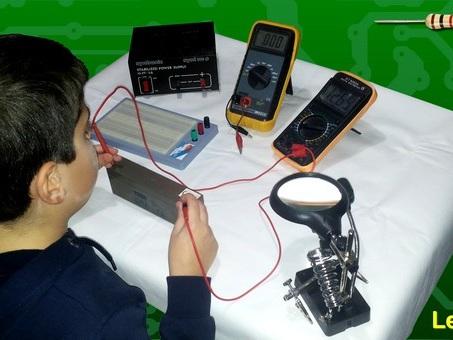 Corso di Elettronica per ragazzi 7-12: tensione, corrente, resistenza