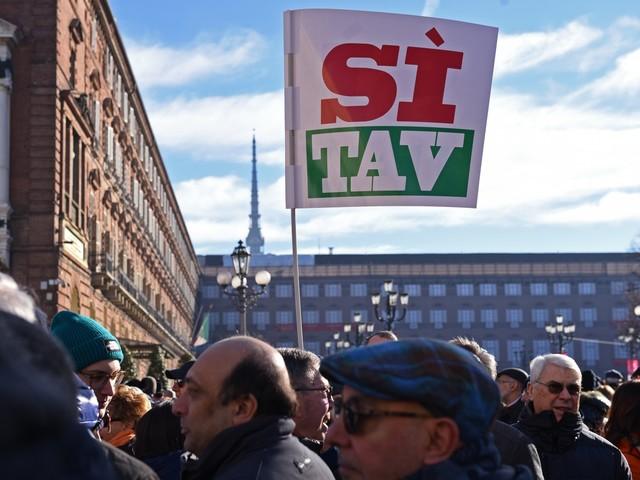 I Sì Tav in piazza a Torino: 30mila a favore dell'opera