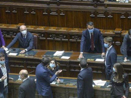"""""""Ora deve darsi una calmata"""". Il piano M5S per ricattare Renzi"""