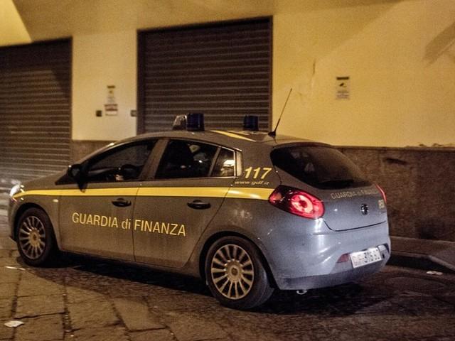 Agli arresti domiciliari, possessore di Porsche, ma con il reddito di cittadinanza
