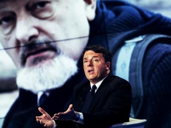 """""""Renzi venga impiccato"""": bufera sul M5S. L'ex premier: """"Barbarie"""""""