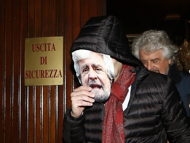 Il Pd si mette in mano a Grillo per isolare sempre più Di Maio