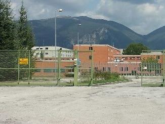 Focolaio Covid in carcere Terni, detenuto trasportato in ospedale | Fila di ambulanze al Santa Maria