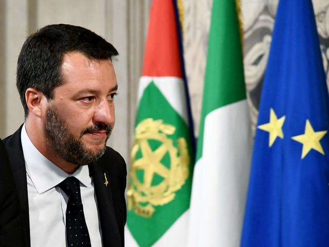 """Salvini isolato accusa Conte: """"Vuol fare il Macron italiano"""""""