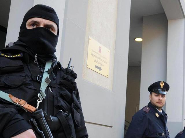 Juventus, arrestati 12 capi ultrà/ Estorsioni e violenze: club aveva denunciato