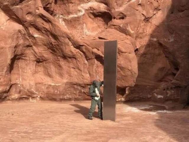 Scomparso il monolite argentato ritrovato giorni fa in una zona desertica dello Utah
