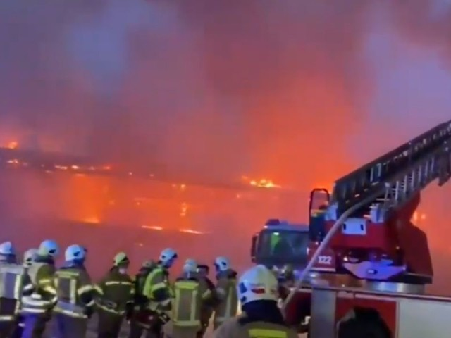 Incendio al museo delle moto, in fumo oltre 200 modelli