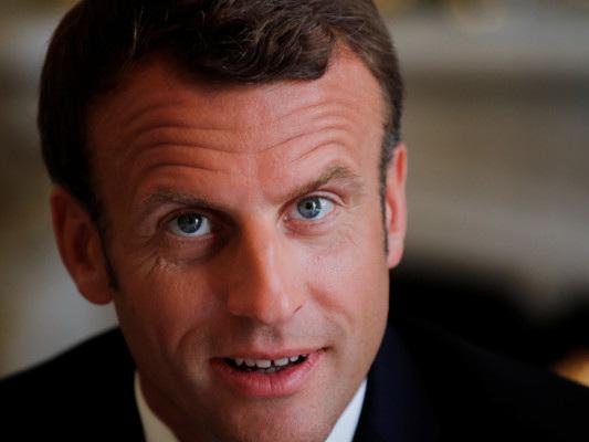 Per Emmanuel Macron i migranti devono sbarcare nel porto più vicino