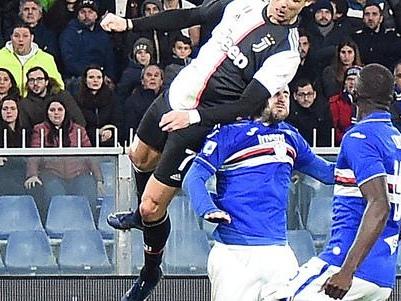 Due magie di Dybala e CR7 La Juve piega la Samp e mette pressione all'Inter