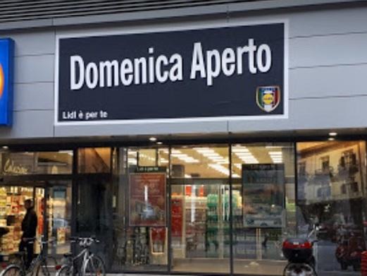 Rapina violenta al supermercato Lidl di via Roma, ferite due donne e il metronotte
