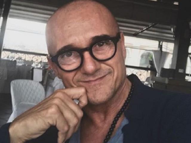 GFVIP, Alfonso Signorini da ulteriori indizi sul concorrente gay che a breve entrerà in casa