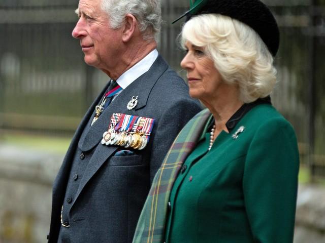 """La rivolta che agita Camilla e tutta la Royal Family: la foto """"boomerang"""""""