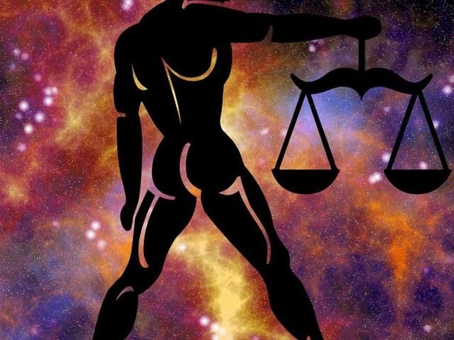 L'oroscopo del giorno 9 dicembre con stelline, 2^ sestina: Mercurio entra in Sagittario