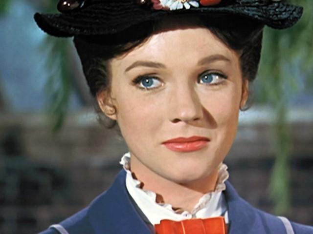 """Julie Andrews: """"Quando facevo Mary Poppins mi cantavano 'basta un poco di zucchero…' offrendomi cocaina"""""""