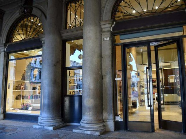 Venezia, vende borse in piazza San Marco e paga 36mila euro d'affitto al mese allo Stato