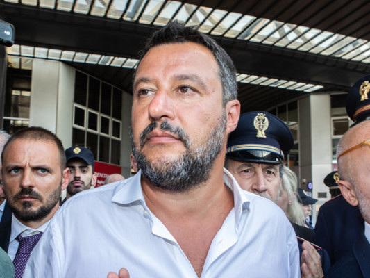 """""""Arriverò a Palazzo Chigi dalla porta principale"""", dice Matteo Salvini"""
