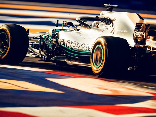 F.1, GP di Singapore - Pole position per Lewis Hamilton