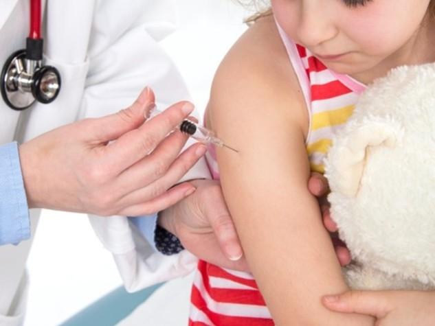 Ormai è un bambino su 10 a non essere vaccinato