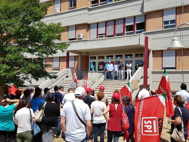 Terni, protesta dei lavoratori dell'ospedale