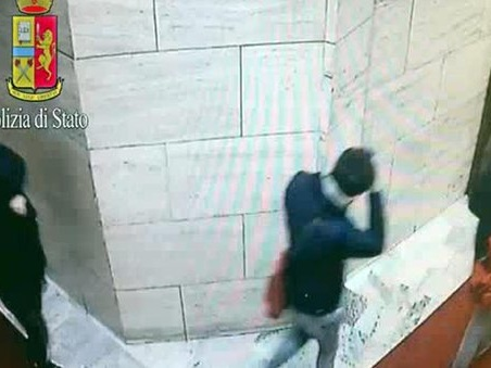 Milano, presa la banda del sassolino: lanciavano sasso contro i vetri e poi svaligiavano le case