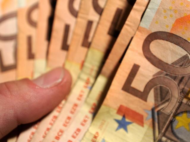 Istat, industria italiana in diminuzione. Intanto la Borsa è in rosso e lo spread torna a salire