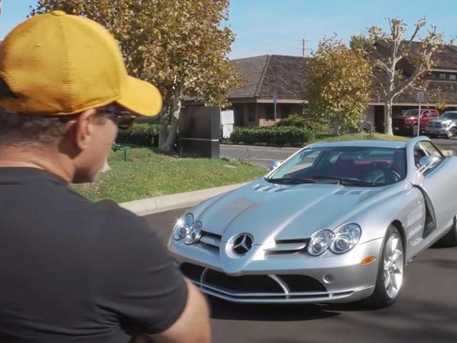 Un ricco collezionista compra la sua nona Mercedes SLR McLaren