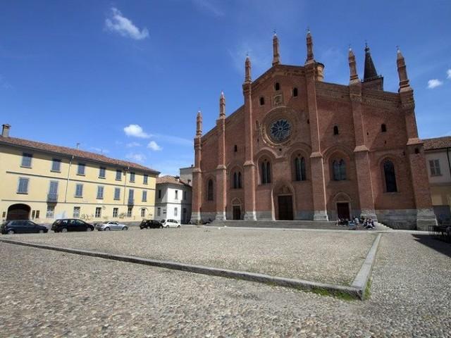 Favole Lgbt in piazza. Il «no» del vescovo di Pavia