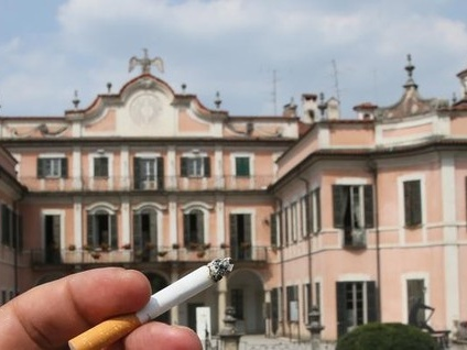 Mai più sigarette dentro ai parchi. Varese dichiara guerra ai fumatori