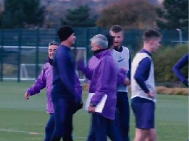"""Dele Alli e il tweet al veleno su Mourinho: """"Arrogante e sopravvalutato"""""""