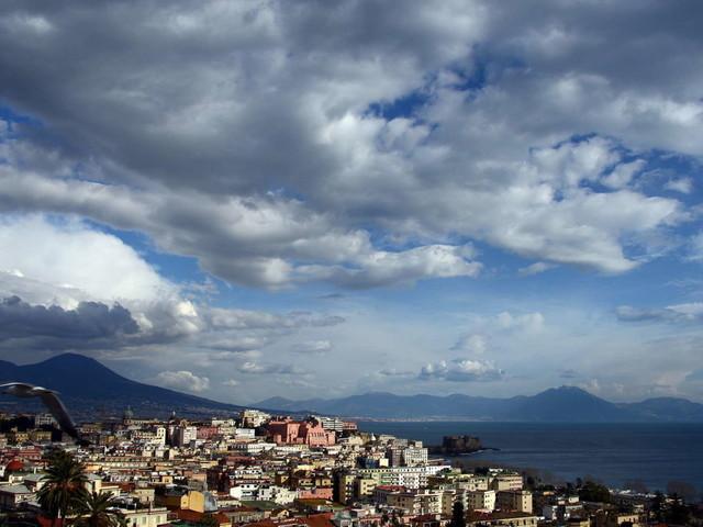 Covid, l'Italia riapre ai turisti, un pass per viaggiare | Vaccini in aziende da seconda metàmaggio:arriva il protocollo