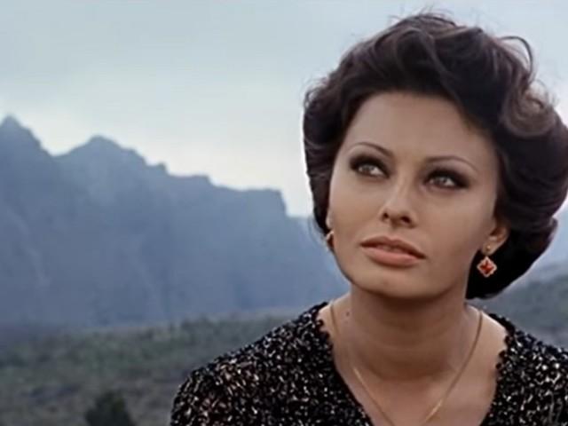 Sophia Loren compie 85 anni, tanti auguri alla diva italiana per eccellenza