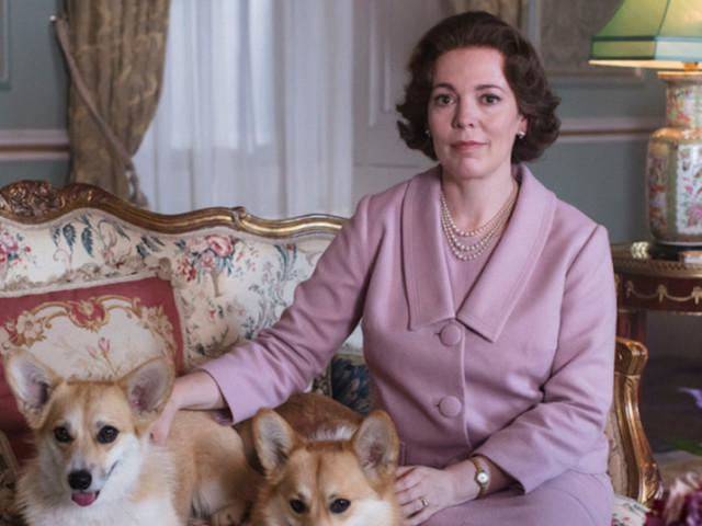 Quando la finta regina (Olivia Colman) è andata in tilt di fronte alla regina vera (Elisabetta II)