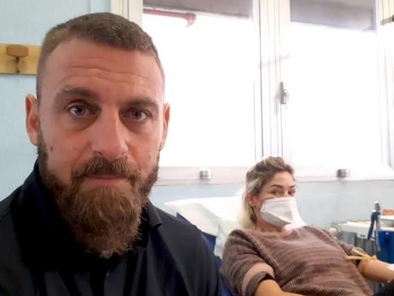 De Rossi lascia l'ospedale: il recupero dal Covid proseguirà a casa