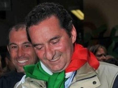 Vasanello, il sindaco è indagato per vilipendio: ha capovolto la foto di Mattarella nel suo ufficio